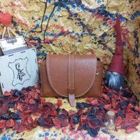 خريد کیف دخترانه چرم گاوی کد 16611 در فروشگاه اينترنتي پوشاکچي - مشاهده قيمت و مشخصات