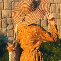 خريد کلاه ساحلی لبه بلند زنانه در فروشگاه اينترنتي پوشاکچي - مشاهده قيمت و مشخصات
